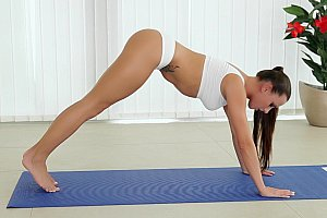 Euro babe doing morning Yoga and blowjob